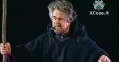 3 famosi falsi miti sul Beppe Grillo comico